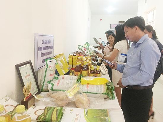 Hỗ trợ quảng bá sản phẩm nông nghiệp, tiếp cận thị trường là điều nhà nông đang cần. Ảnh: L.Q