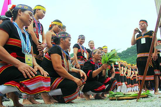 Một nghi thức cúng thần lúa của đồng bào Bh'noong huyện Phước Sơn.