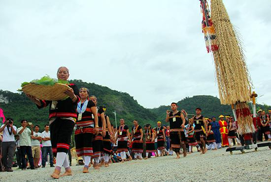 Không gian đậm chất lễ hội, gắn kết các tộc người vùng cao.