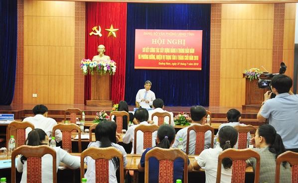 Quang cảnh hội nghị sơ kết công tác xây dựng Đảng 6 tháng đầu năm của Đảng bộ Văn phòng UBND tỉnh. Ảnh: N.Đ