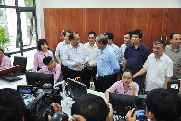 Phó Thủ tướng Thường trực Chính phủ Trương Hòa Bình khảo sát tình hình hoạt động, giải quyết thủ tục hành chính tại Trung tâm Hành chính TP.Tam Kỳ.