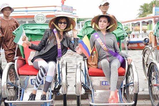 Các người đẹp tham dự các hoạt động trải nghiệm nhằm truyền tải thông điệp tích cực về môi trường và du lịch. Ảnh: K.L