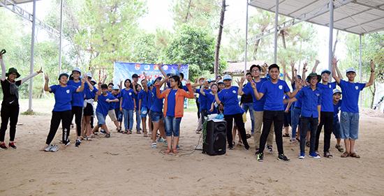 Ban tổ chức tuyên truyền những điều cần thiết trong thời gian diễn ra trại hè.