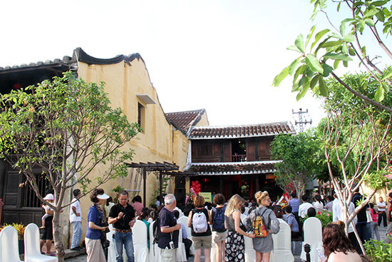 Hội An phát triển du lịch di sản, thu hút lượng lớn du khách.
