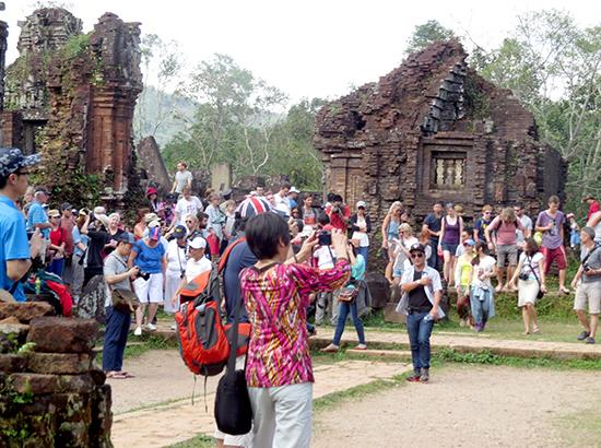 """Ngoài tham quan di sản Mỹ Sơn, du khách không còn lựa chọn nào thêm bởi vẫn """"trắng"""" tour tuyến kết nối với di sản."""