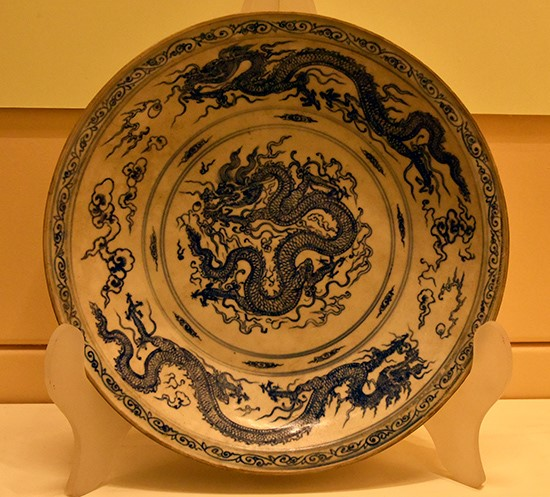 A plate decorated with dragons under the early Le dynasty, an artifact from the wrecked ship in Cham Islands (Quang Nam province)