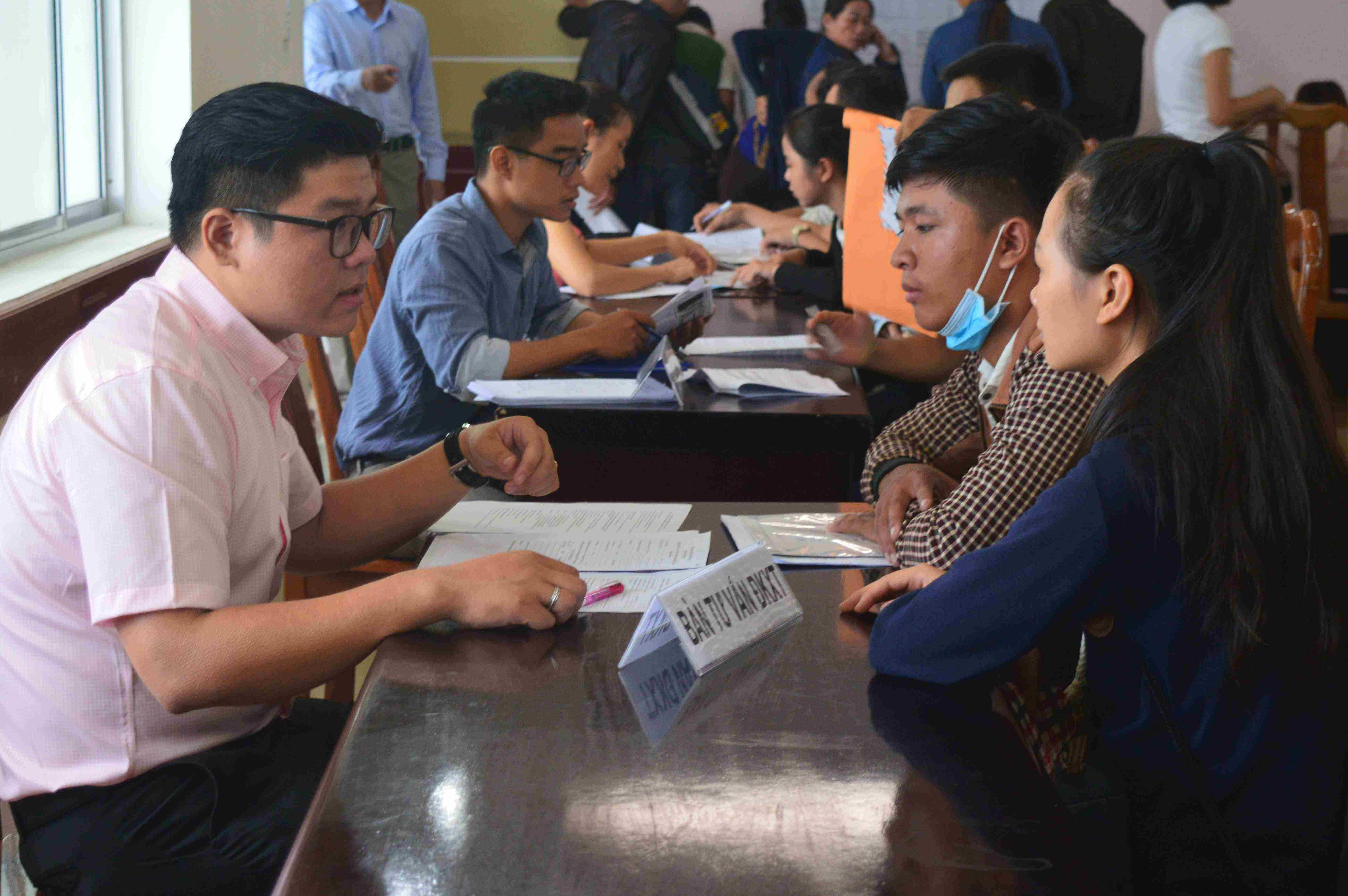 Tư vấn tuyển sinh tại Đại học Đà Nẵng. Ảnh: Q.T