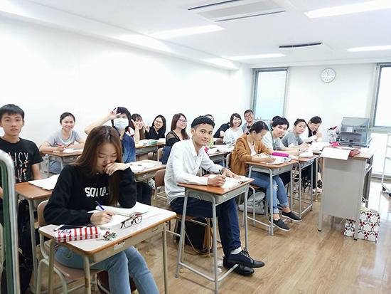 Lớp học của các du học sinh Việt Nam tại Nhật Bản.