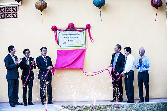 The inauguration of the public toilet in Dong Hiep Park