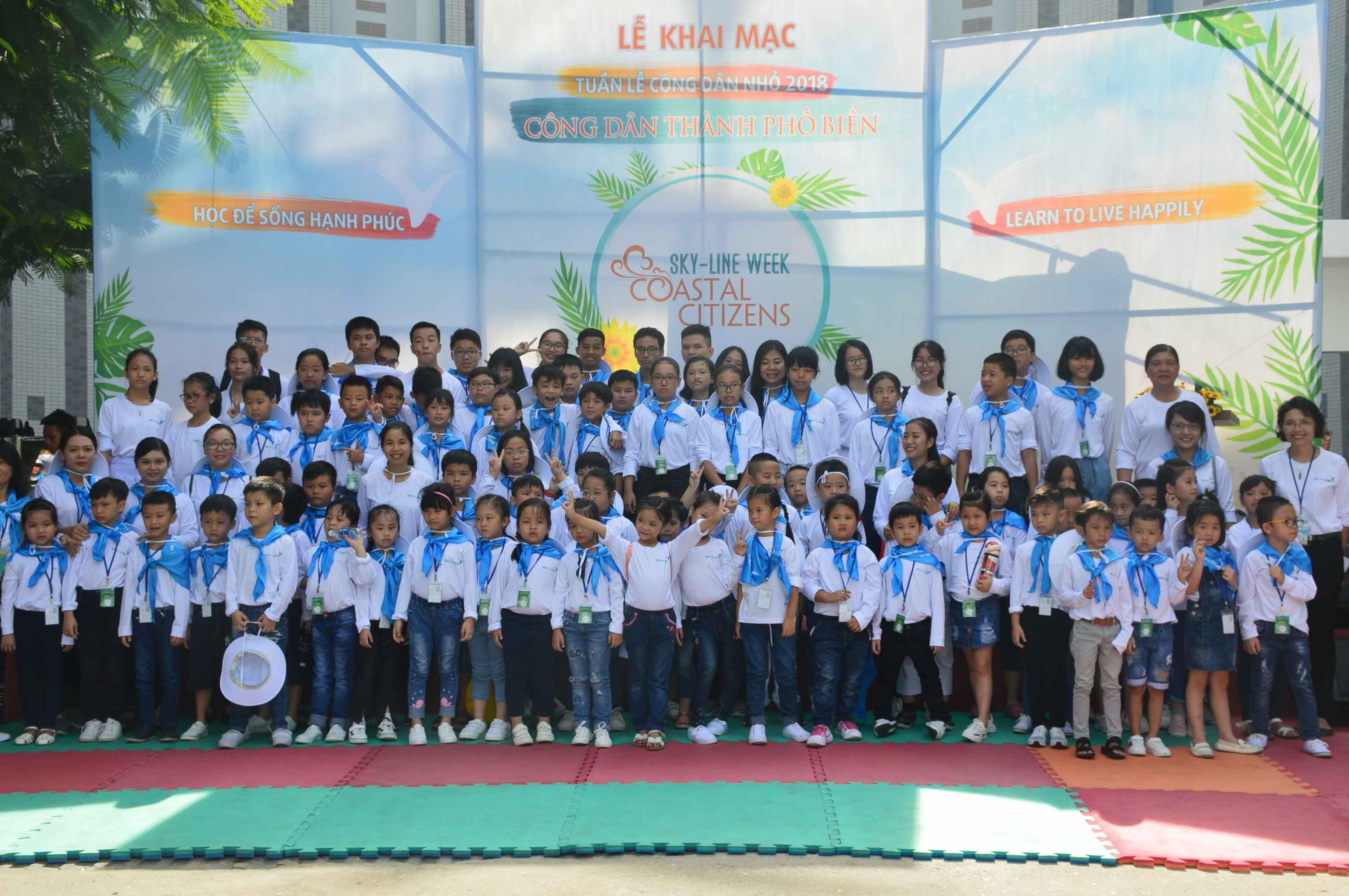 Các em học sinh của trường SKY-LINE hào hứng tham gia chương trình. Ảnh: Q.T