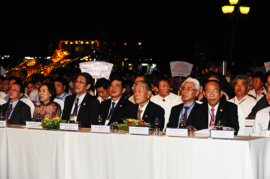Japanese and Quang Nam's representatives at the opening ceremony.