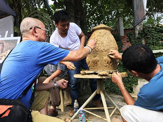 Các nghệ nhân gốm Hà Nội sáng tác tại Fetival