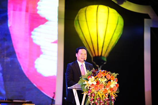 Phó chủ tịch UBND tỉnh, Lê Văn Thanh tuyên bố bế mạc những ngày giao lưu văn hóa.