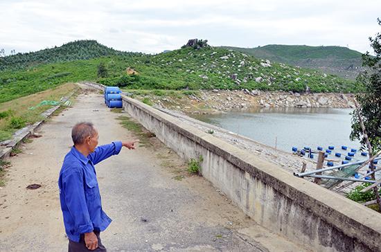Ông Phạm Rân, người bảo vệ đập Trà Cân rất lo lắng về an toàn hồ chứa nước nếu để dự án khai thác khoáng sản tiếp tục triển khai.