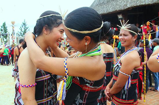 Mỗi dân tộc mang đến một sắc màu độc đáo tại ngày hội.