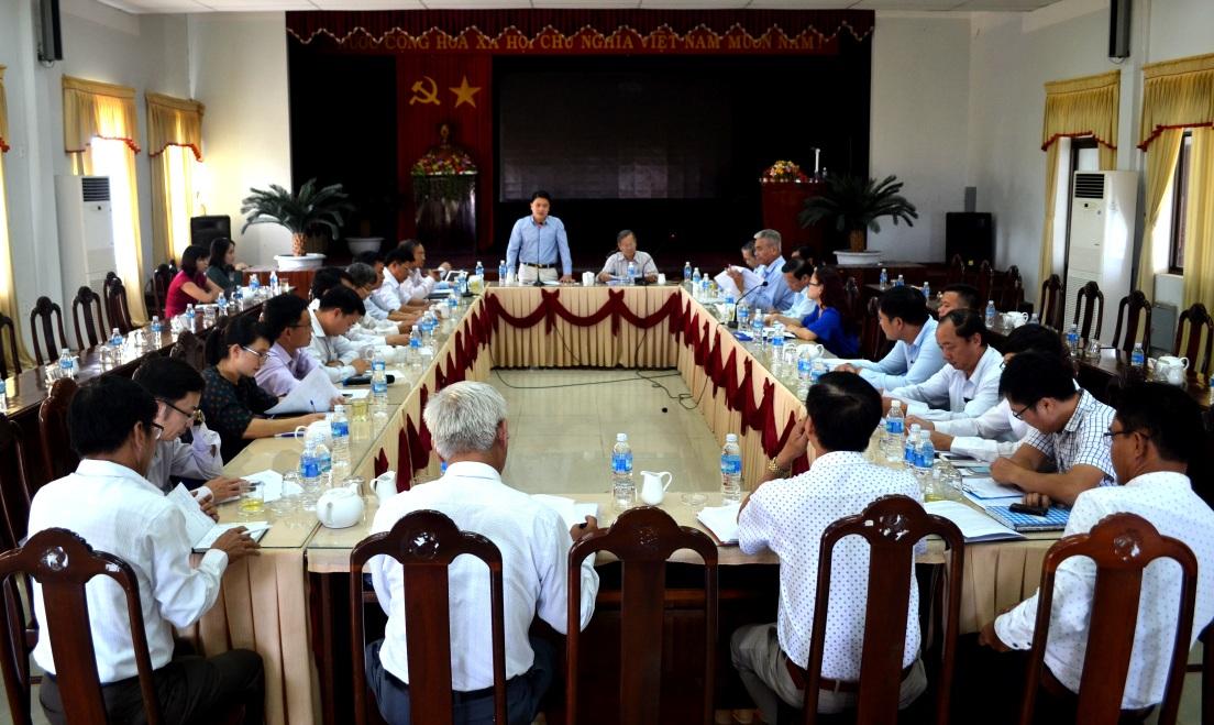 Phó Chủ tịch UBND tỉnh Trần Văn Tân biểu dương các thành quả cải cách hành chính của huyện Thăng Bình trong thời gian qua.