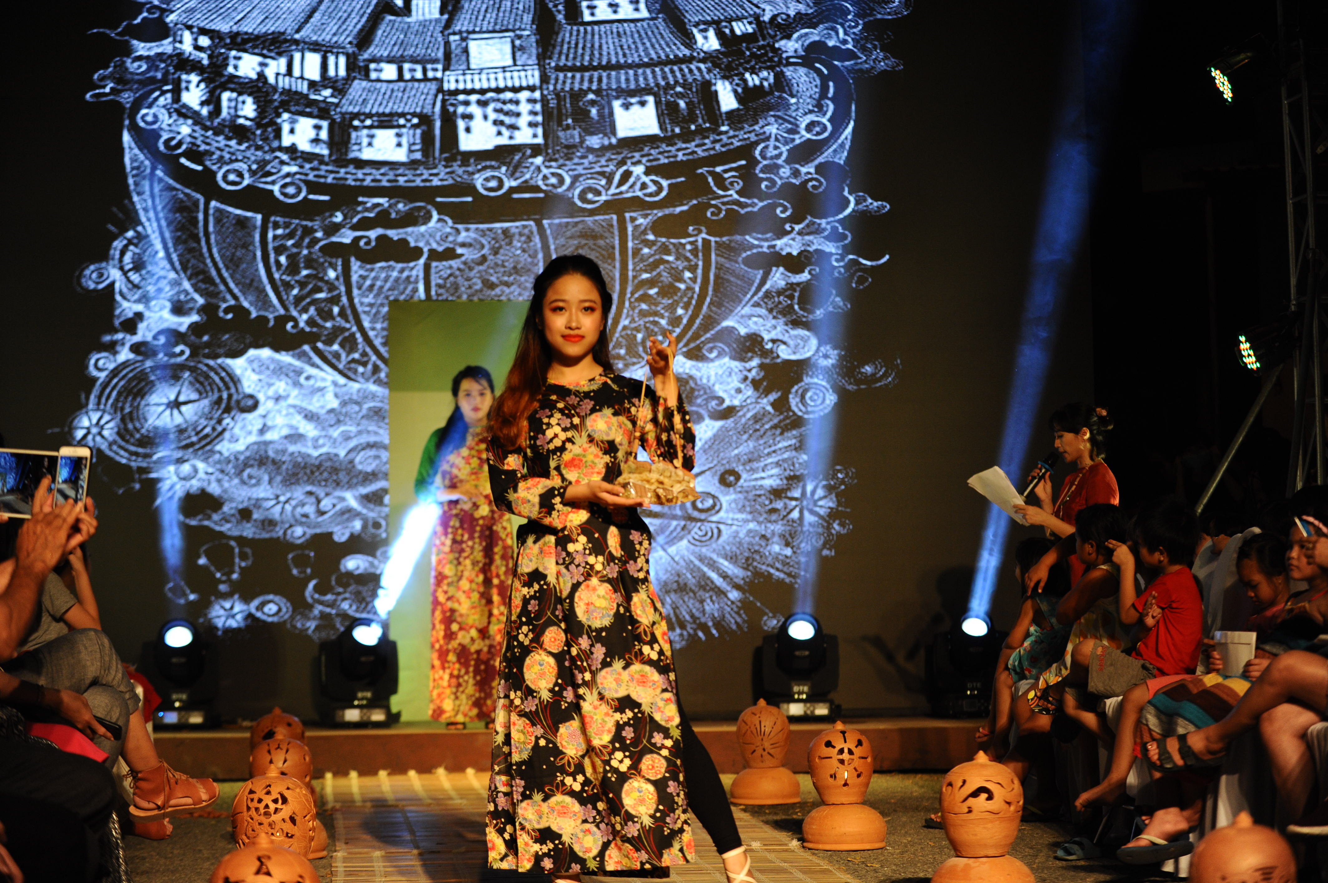 áo dài cũng sự kết hợp từ bản sắc của Việt, Nhật và Ấn