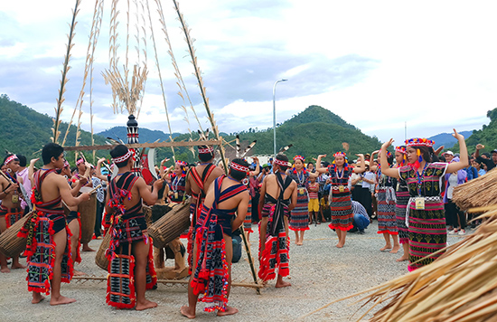 Các nghệ nhân huyện Nam Giang sẽ đại diện Quảng Nam mang đến ngày hội những nét văn hóa truyền thống đặc sắc, ấn tượng.  Ảnh: ALĂNG NGƯỚC
