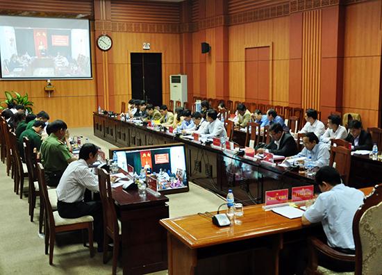 Ban Tổ chức Tỉnh ủy tổ chức hội nghị trực tuyến với các địa phương về công tác cán bộ. Ảnh: NG.ĐOAN