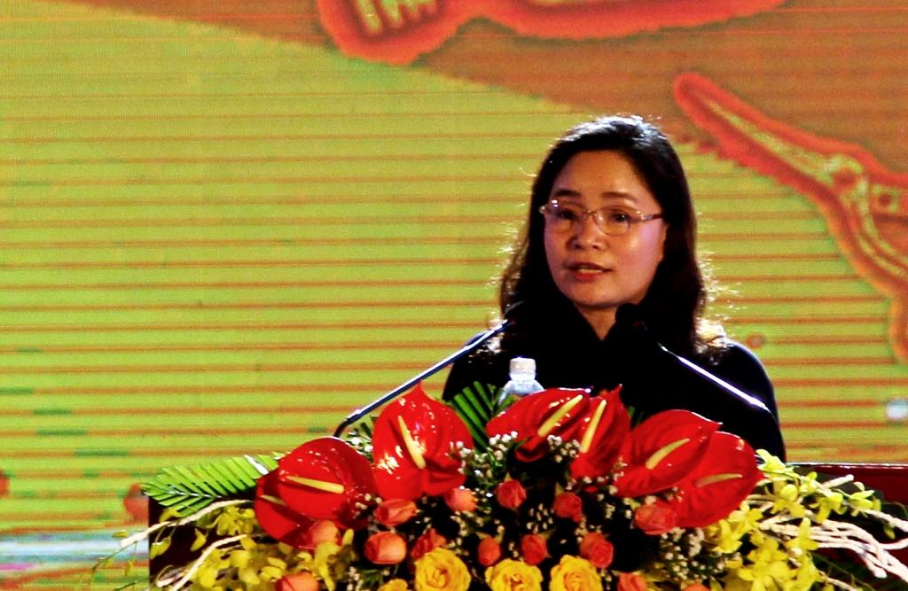 Thứ trưởng Bộ VH-TT&DL Trịnh Thị Thủy phát biểu khai mạc ngày hội. Ảnh: A.N
