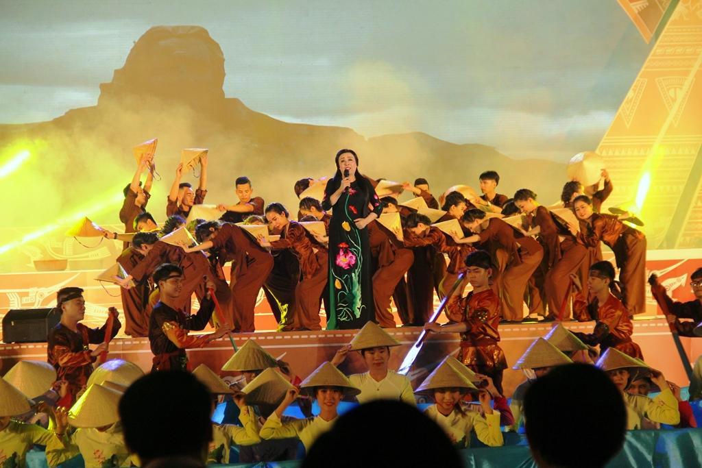 Chương trình gây được sự chú ý của công chúng với những màn trình diễn đầy màu sắc, ấn tượng. Ảnh: A.N