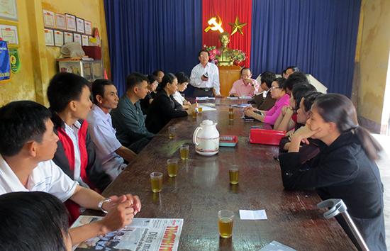 Chi bộ khối phố 5, phường Phước Hòa (TP.Tam Kỳ) tổ chức sinh hoạt tổ đảng 76.  Ảnh: THANH XUÂN
