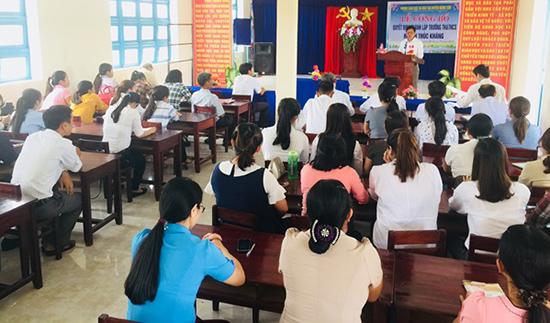 Lãnh đạo Phòng GD-ĐT huyện Nông Sơn công bố quyết định thành lập trường TH&THCS Phước Ninh sáng 29.8.
