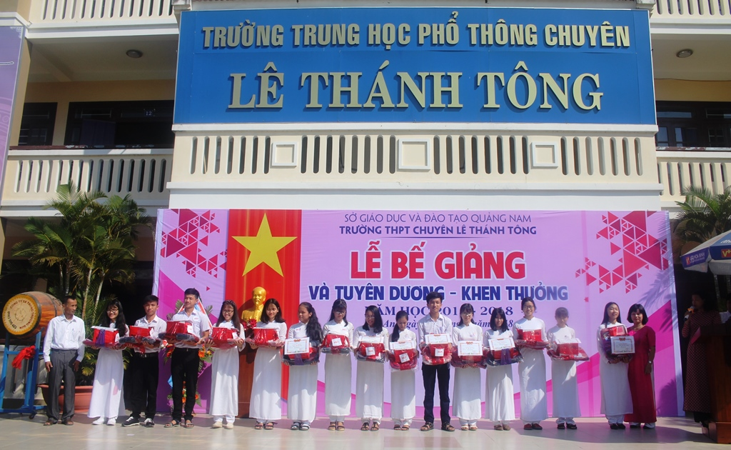 Dù chỉ mới thành lập được 6 năm, nhưng Trường THPT chuyên Lê Thánh Tông đã chắp cánh cho rất nhiều học sinh giỏi.