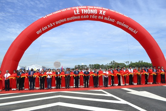 The traffic opening ceremony of Da Nang – Quang Quang Ngai expressway