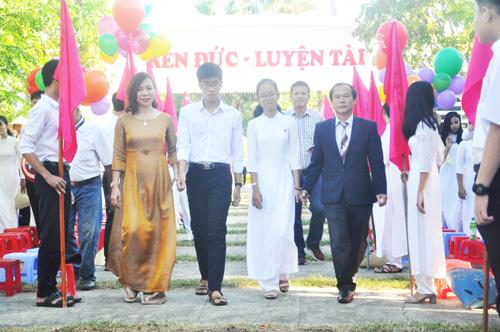 Lễ đón HS lớp 10 Trường THPT chuyên Nguyễn Binh Khiêm. Ảnh: X.P