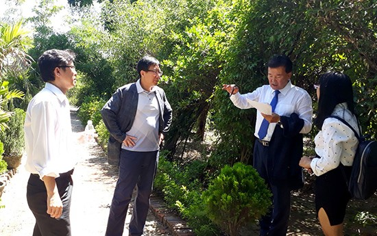 South Korean experts make a field trip in Tam Thang commune, Tam Ky city.