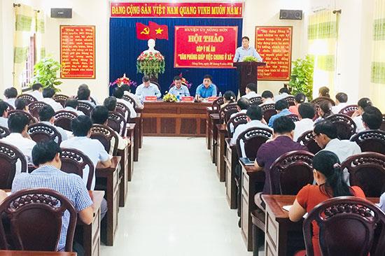 Thường trực Huyện ủy Nông Sơn tổ chức hội nghị lấy ý kiến góp ý đối với dự thảo Đề án Hợp nhất các văn phòng cấp xã. Ảnh: G.V