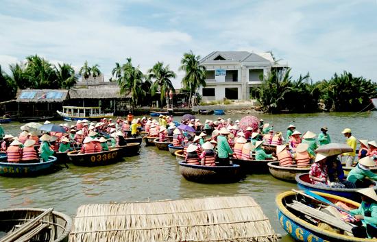Hiện, tất cả các thúng chở khách trong khu vực rừng dừa gần khu dân cư không còn chở theo loa di động. Ảnh: PHAN VINH