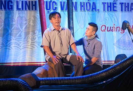 """Một cảnh trong vở kịch ngắn """"Chảy về đâu"""" của Đội Tuyên truyền lưu động Trung tâm Văn hóa TP.Hồ Chí Minh. Ảnh: LÊ QUÂN"""