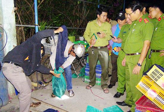 Phát hiện, thu giữ lượng lớn động vật hoang dã tại nhà bà Thuận. Ảnh: T.C