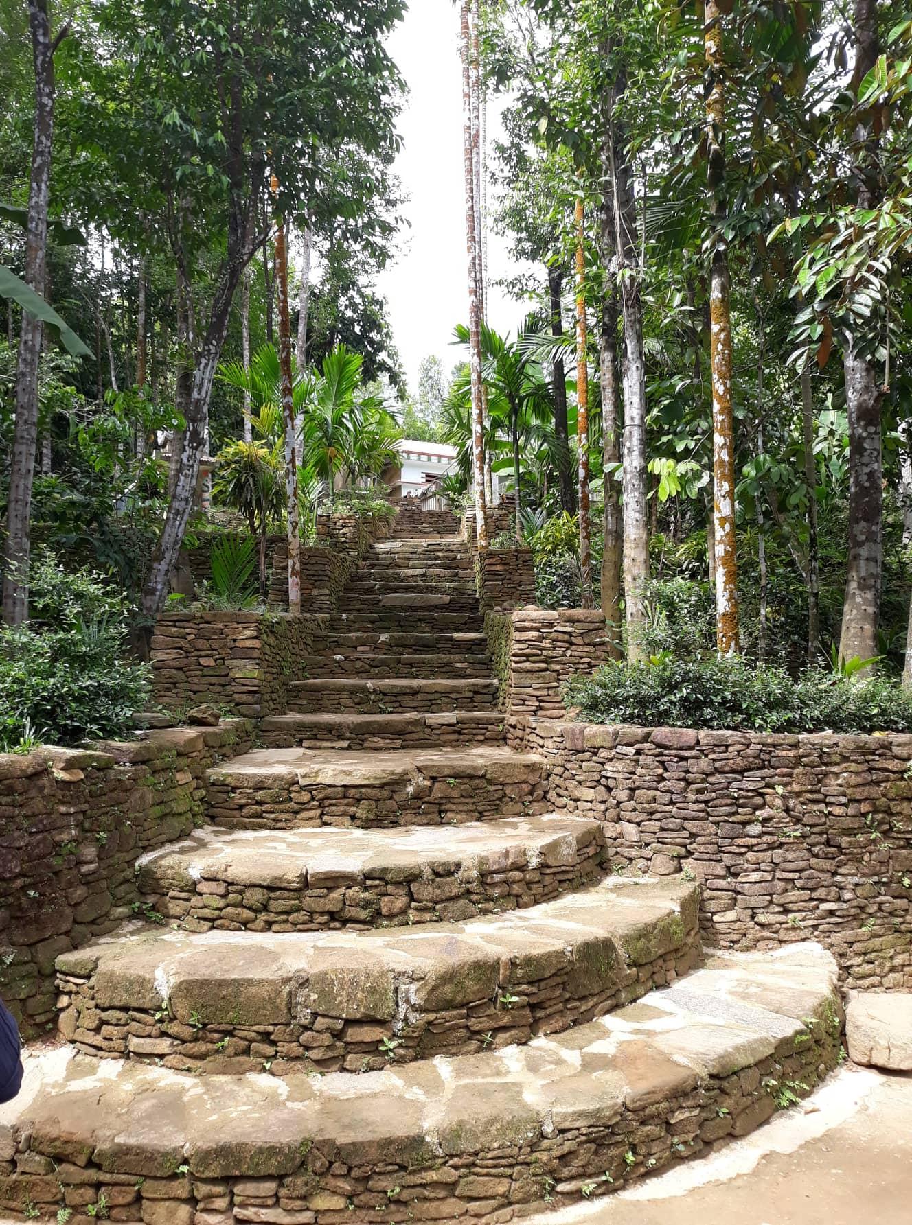Chuyện về đá và những ngõ đá ở Tiên Cảnh tưởng đã cũ mà hóa ra luôn mới với nhiều trầm tích và những triết lý sống. Ảnh: B.A
