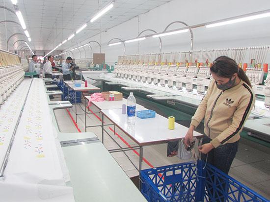 Phân xưởng của Công ty May Như Thành. Ảnh: VĂN PHIN