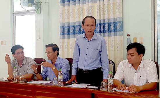 Lãnh đạo Đài Phát thanh - truyền hình Quảng Nam yêu cầu Ban tổ chức giải thực hiện đúng giờ để thuận lợi trong quá trình phát trực tiếp. Ảnh: HOÀNG LY