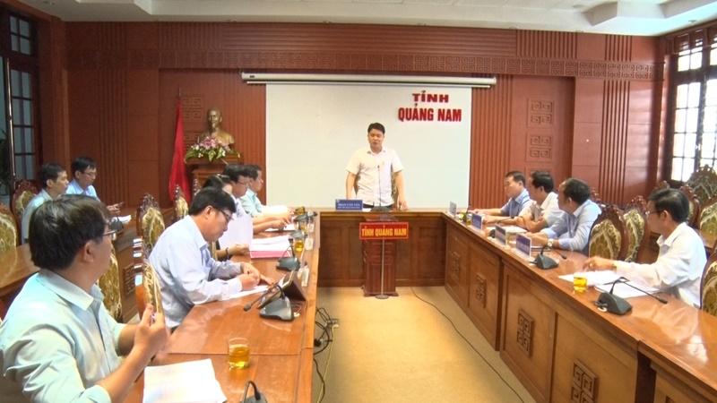 Phó Chủ tịch UBND tỉnh Trần Văn Tân chủ trì buổi làm việc. Ảnh: M.L