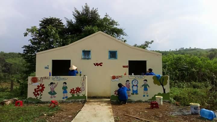 Sửa chữa, trang trí nhà vệ sinh tại trường học. Ảnh: M.L