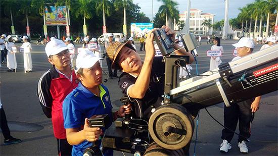 Xe truyền hình lưu động của Đài PTTH Quảng Nam cùng ekip tường thuật trực tiếp đã có mặt lúc 4h sáng để chuẩn bị.