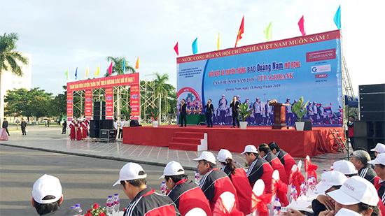 Các đồng chí lãnh đạo Tỉnh ủy, UBND, HĐND và các sở ngành tham dự lễ khai mạc