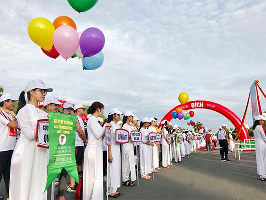 Giải thu hút nhiều vận động viên khối trường học cùng tham gia.