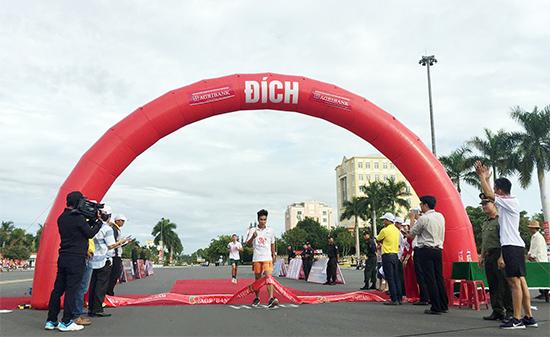 Đã có nhà vô địch đầu tiên ở nội dung 3.000 mét nam là Lê Ngọc Công - Bộ Chỉ huy quân sự tỉnh