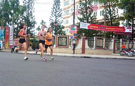 Những nữ vận động viên chuyên nghiệp trên đường chạy