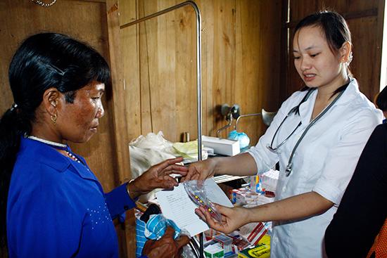 Phát triển y tế cơ sở, nhất là đối với vùng núi có tầm quan trọng rất lớn trong việc chăm sóc sức khỏe người dân.Ảnh: NGUYỄN DƯƠNG