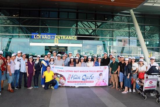 hơn 350 du khách đã khởi hành trên chuyến bay Charter bay thẳng Đà Nẵng – Hàn Quốc do Vietravel Đà Nẵng thuê bao nguyên chuyến,