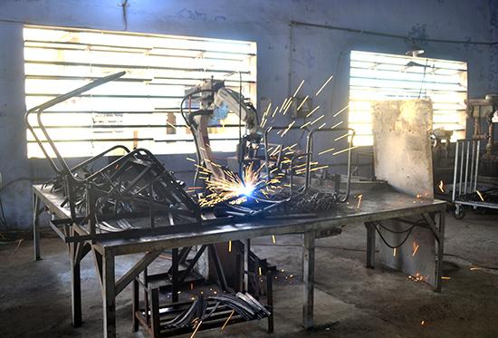 Công ty CP Cẩm Hà tăng năng suất sản phẩm nhờ áp dụng hàn tự động bằng rô bốt.