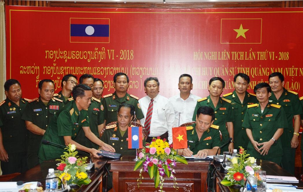 Bộ CHQS tỉnh Quảng Nam và Bộ CHQS tỉnh Sê Koong ký kết biên bản hội nghị liên tịch lần thứ VI-2018.