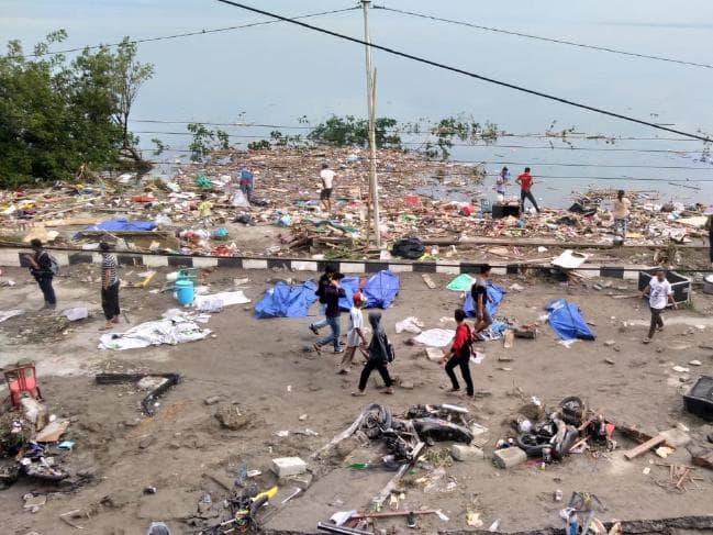 Thành phố Palu tang hoang trong khi các quan chức thành phố cho biết còn hơn 500 người mất tích. Ảnh: AFP